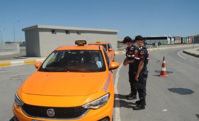 İstanbul Havalimanı'nda taksicilere Covid-19 denetimi