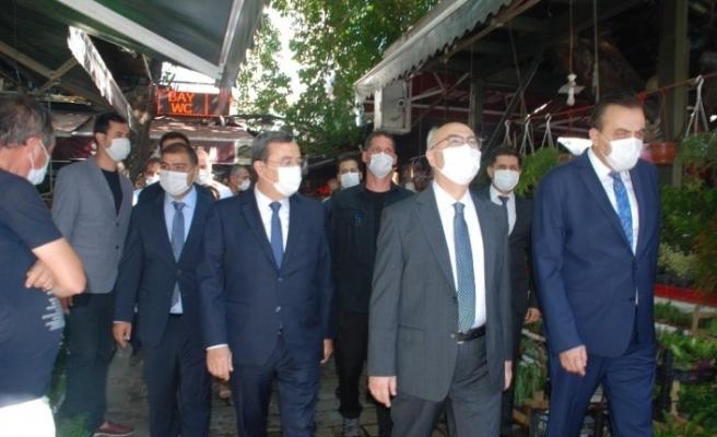 İzmir'deki korona virüs denetimlerine Vali Köşger katıldı