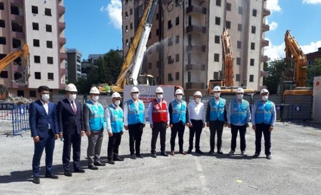Kağıthane'de riskli bulunan binaların yıkımına başlandı