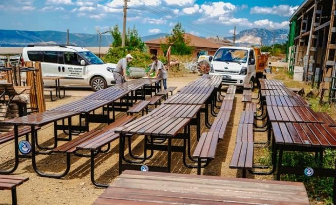 Kestel'de bank ve piknik masaları yenileniyor