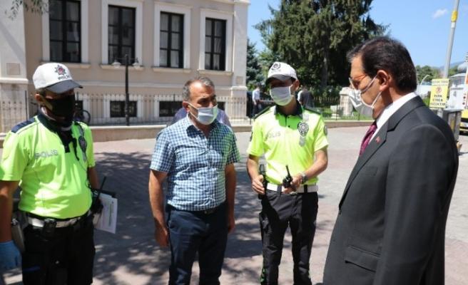 Korona virüs denetimlerine katılan Bolu Valisi vatandaşları uyardı