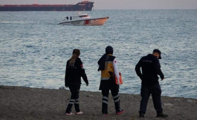 Koyda mahsur kalan 8 kişi denizin durulmasıyla birlikte kurtarıldı