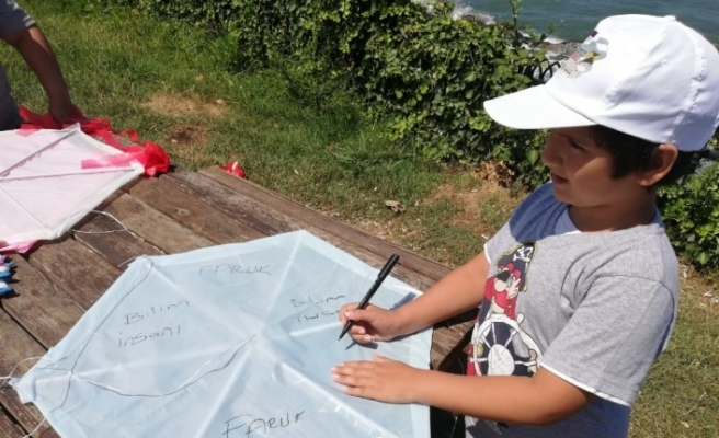 Mülteci çocuklar hayallerini gökyüzüne uçurdu