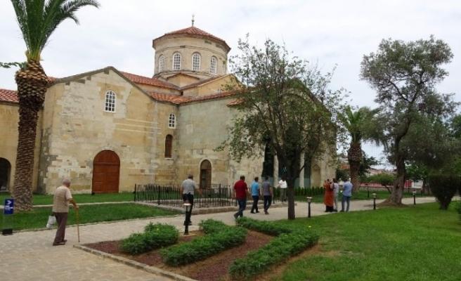 Ortahisar Ayasofya Camii açılışın ardından ziyaretçilerin akınına uğruyor