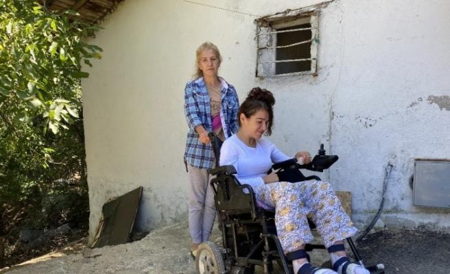 (Özel) Rezidansın 6'ncı katından düşerek hayatı 4 duvar arasına sıkışan Zümrüt yardım bekliyor