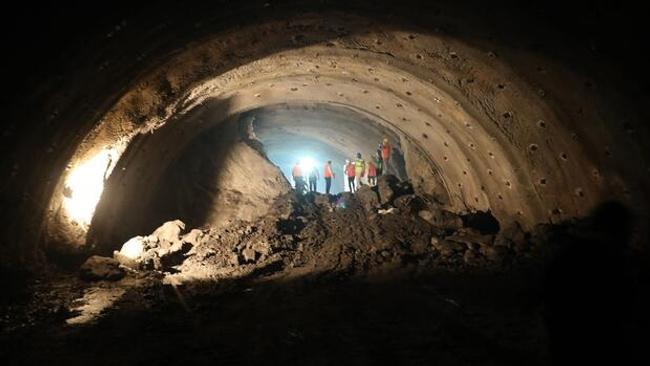 Salarha Tüneli'nde ışık göründü! 20 dakikalık yol 5 dakikaya iniyor