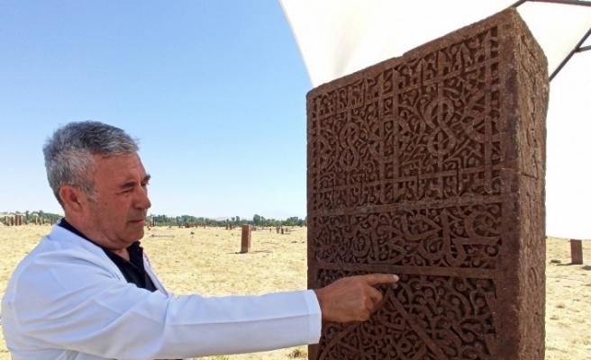 Selçuklu Meydan Mezarlığı'nda 1071'inci mezar taşı restore edildi
