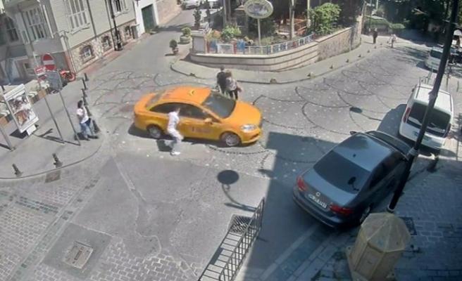 Taksicinin kapkaç anı kamerada