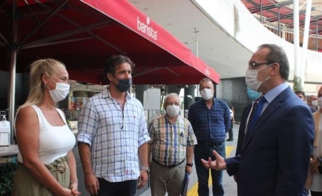 Vali Yavuz AVM'de mağazaları tek tek dolaşıp korona virüse karşı uyardı