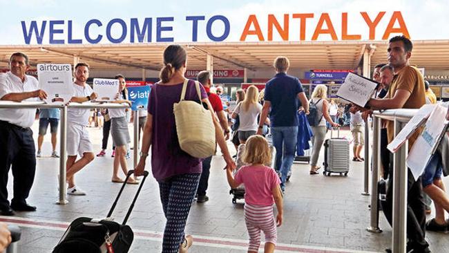 2 milyon tatilci Antalya'yı seçti