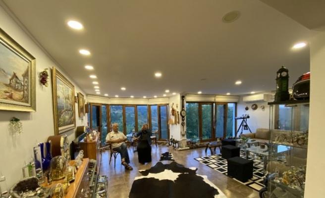 40 yıldır topladığı antikalarla evini adeta müzeye çevirdi