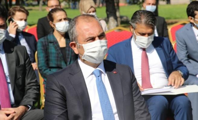"""Adalet Bakanı Gül: """"Kimsenin mahkemeleri etkilemeye, tesir altına almaya hakkı ve yetkisi yoktur"""""""