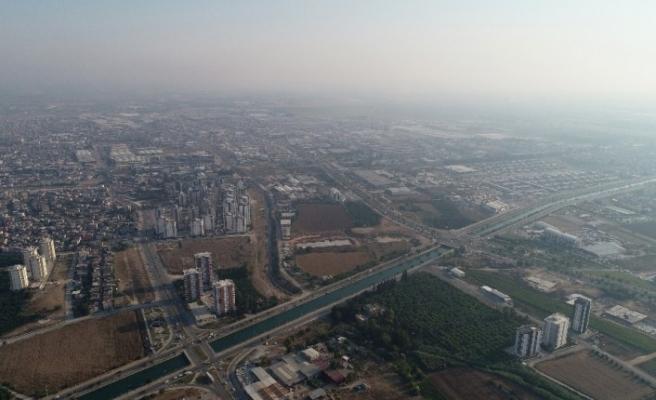 Anız yangını ve sıcak hava Adana'yı boğuyor