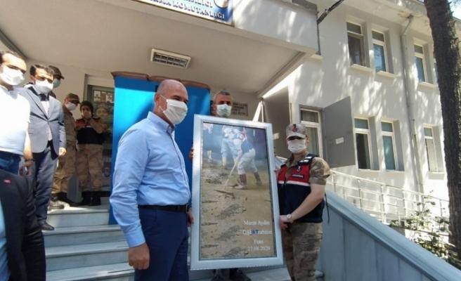 Bakan Soylu o kadın astsubay ve fotoğrafı çeken DSİ görevlisi ile buluştu