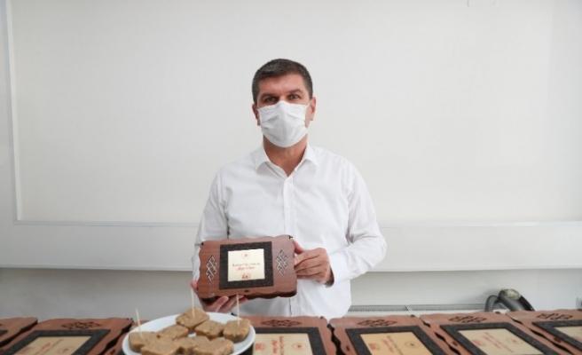 Bakanın 40 dakikalık teneffüs sözüne Burdur'dan 81 il için ceviz ezmesi hediyesi