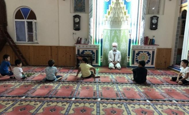 Büyükler inşaata küçükler camiye