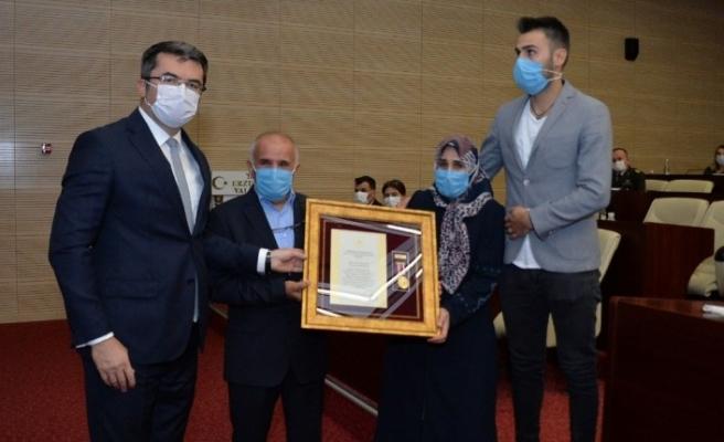 Erzurum'da 5 şehit ailesine ve 2 gaziye 'Devlet Övünç Madalyası' verildi