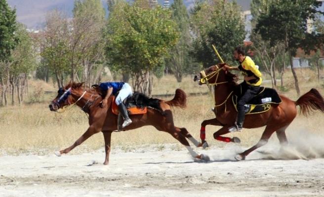 Erzurum'da Kanuni Kupası Cirit Müsabakası düzenlendi