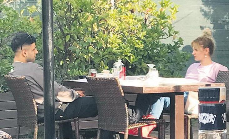 """BİR ŞEY OLSA PAYLAŞIRIM"""