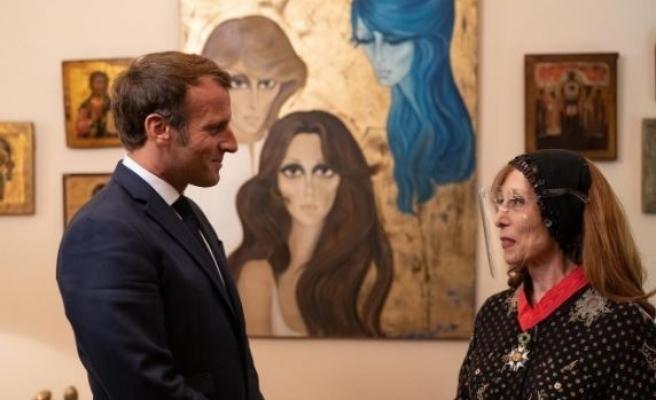 Fransa Cumhurbaşkanı Macron, Lübnanlı şarkıcı Feyruz'la buluştu