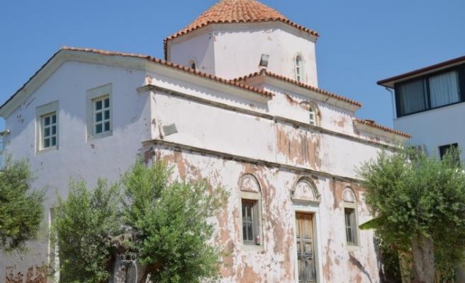 Giriş kapıları duvarla örülen 130 yıllık kilise için Didim'de harekete geçildi