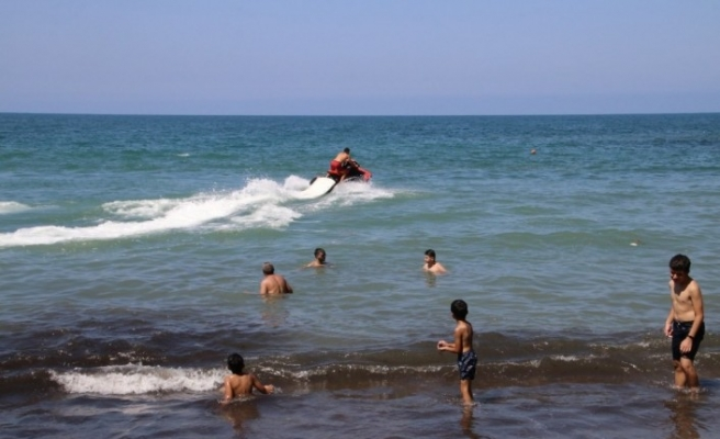 Günü birlik tatilciler deniz ve sahilin tadını doyasıya çıkarttı