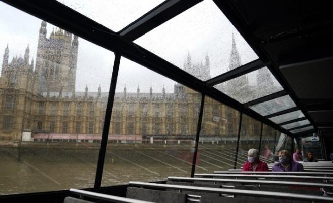İngiltere, İsviçre, Çekya ve Jamaika'dan gelen yolculara 14 günlük karantina şartı getirdi