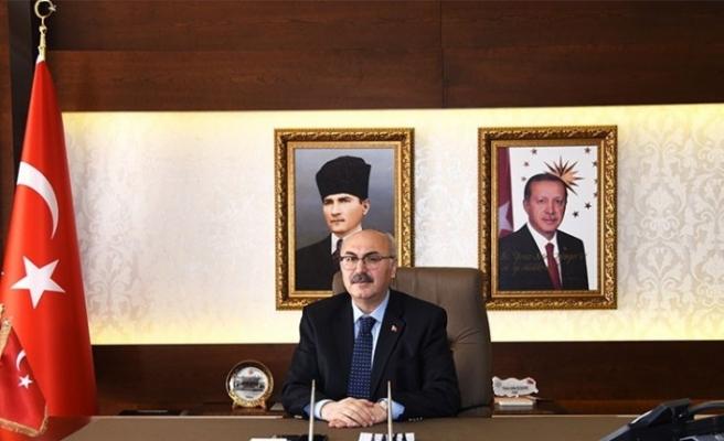İzmir Valisi Köşger, İzmirlileri evlerinden saat 21.00'de İstiklal Marşı okumaya davet etti