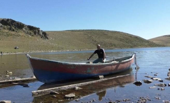 Kars'ta denizden 2 bin 300 metre yükseklikteki göl sessizliğe büründü