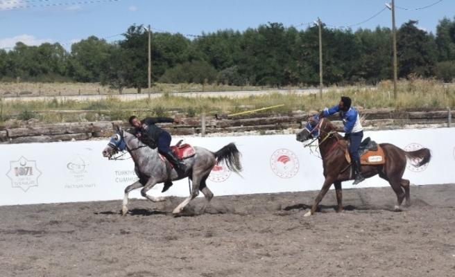 Malazgirt Zaferi kutlamalarında atlı spor oyunları büyük ilgi görüyor
