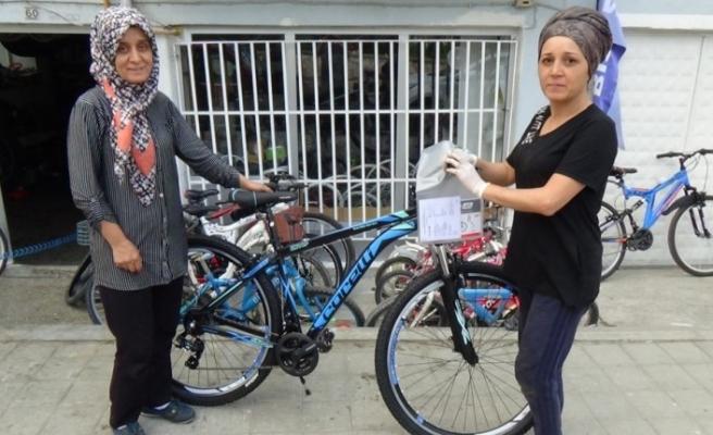 (Özel) Bisiklet tamircisi kız kardeşler