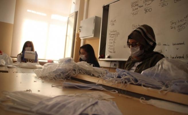 (Özel) Maske fabrikası gibi okul