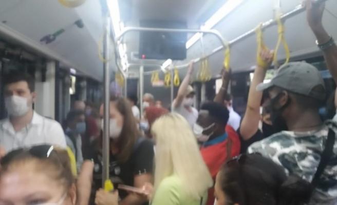 """(Özel) Otobüste """"fazla yolcu"""" gerginliği: Yolcular önce şoförle sonra birbirleriyle tartıştı"""