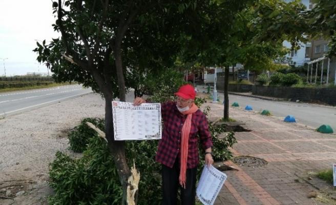 Rize'de Portakallık mahallesine ismini veren portakalların budanmasını kemençesi ile protesto etti