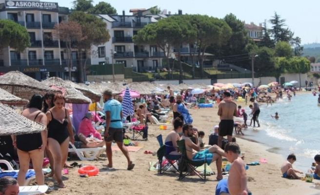 Sıcaktan bunalanlar Kocaeli plajlarını doldurdu