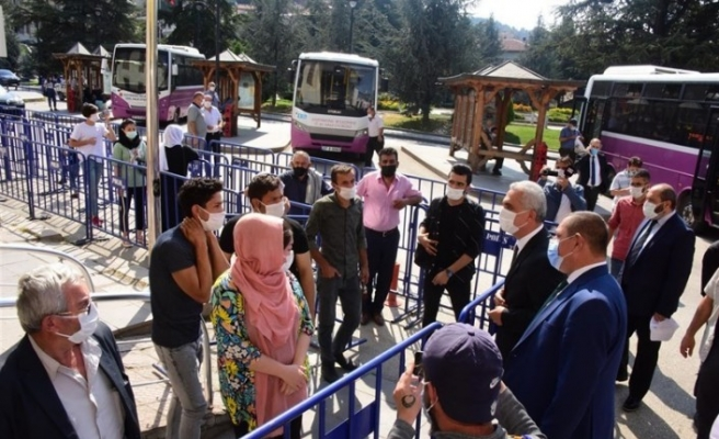 Validen PTT çalışanlarına maske ve sosyal mesafe ikazı