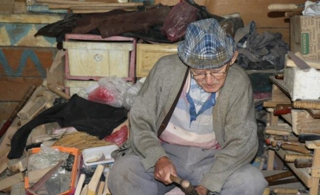80 yaşındaki Hasan Dede'ye 'poşet delik' diye saldırdı