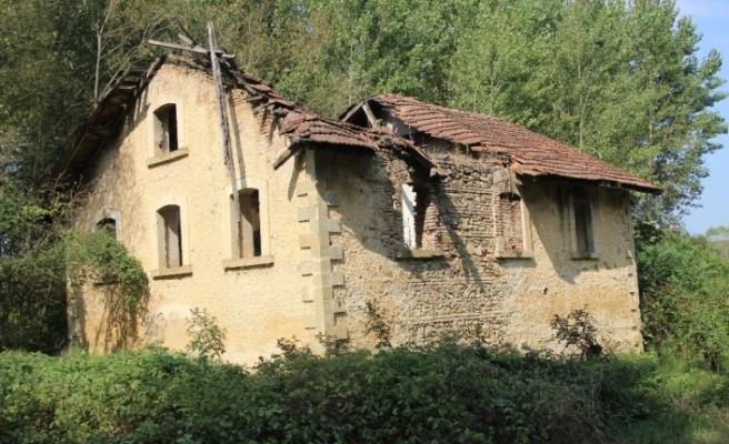 9 ilin un ihtiyacını karşılayan 300 yıllık değirmen harabeye döndü