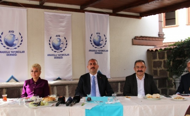 """Adalet Bakanı Gül: """"FETÖ bir terör örgütüdür, FETÖ'cülük bir zihniyettir. Bu zihniyetle de mücadele etmek lazım"""""""