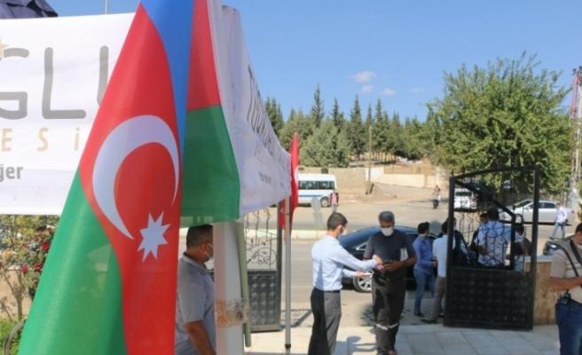 Azerbaycan'a bayraklı destek