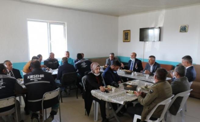 Belediye Başkanı Ekicioğlu, saha personeli ile büro personeli arasında maaş farkı önerdi