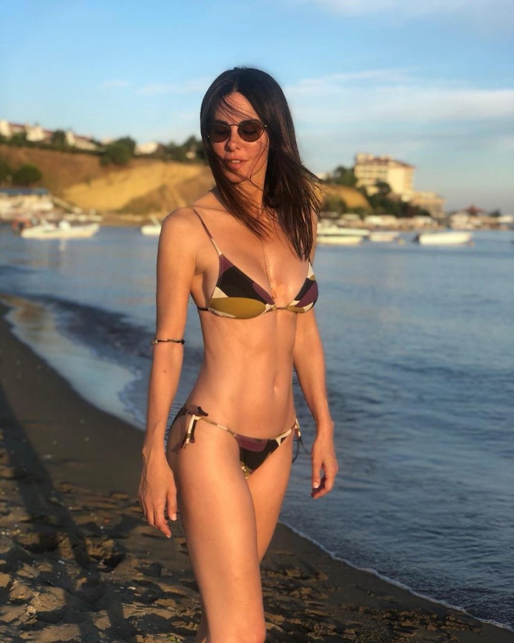 defne samyeli bikini plaj