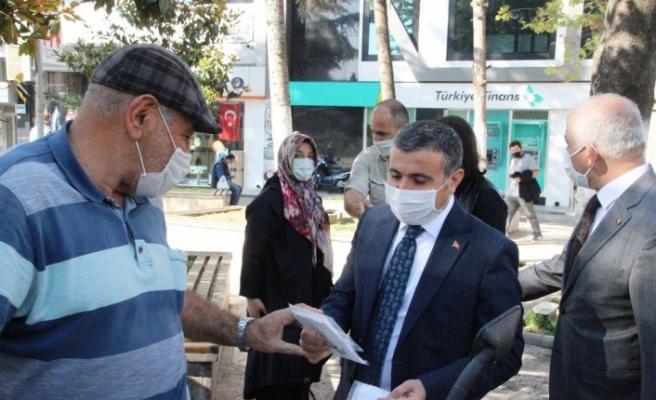 Denetimde ceza yerine maske dağıtıldı