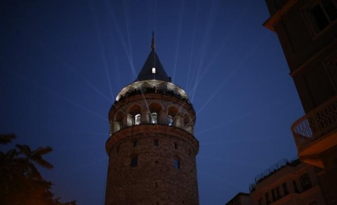 Galata Kulesi görsel şölen ve konserlerle ziyaretçilere açıldı