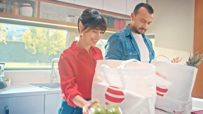 Hazal Kaya ve Ali Atay çifti istegelsin'in ilk reklam filminde yer aldı