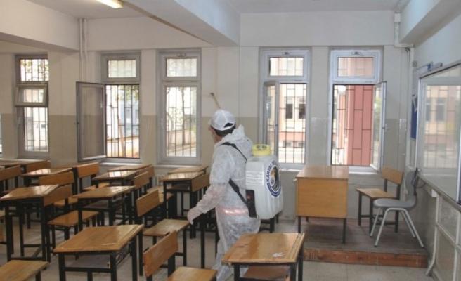 Kartal Belediyesi, öğrencileri ile buluşacak okulları dezenfekte ediyor