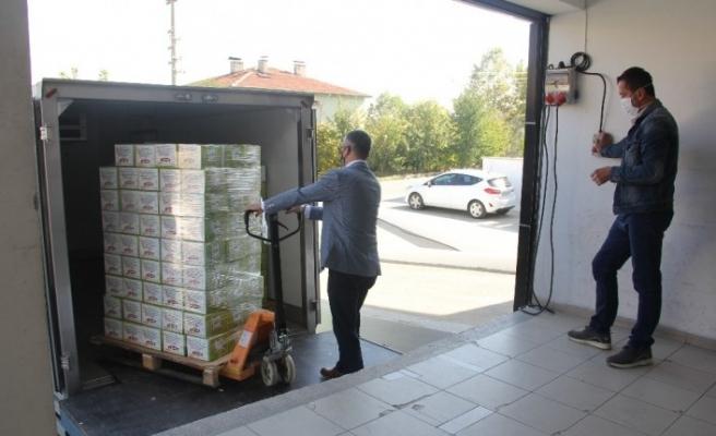 Kastamonu'da koronavirüs ile mücadele eden sağlık çalışanlarına gıda kolisi hediye paketi