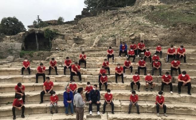 Konuralp Prusias ad Hypium antik tiyatrosu güreşçileri ağırladı