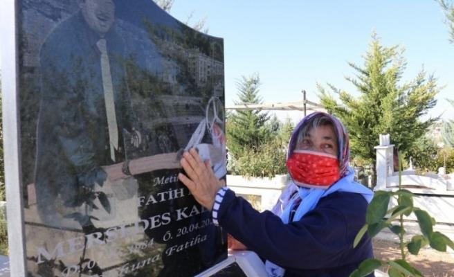 Mersedes Kadir'in annesi, oğlunun mezarı başında ağladı