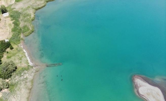 (Özel) Van Gölü'nde bir batık gemi daha gün yüzüne çıkartıldı